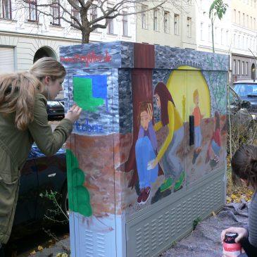 Künstlerische Aktion Kreuzberger Kids  –  Kästenbemalung mit  Schülern der Leibniz –Schule